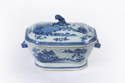 10160 - 18th Century Chinese Export Nankin Porcelain Tureen
