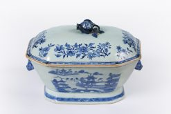 10161 - 18th Century Chinese Export Nankin Porcelain Tureen