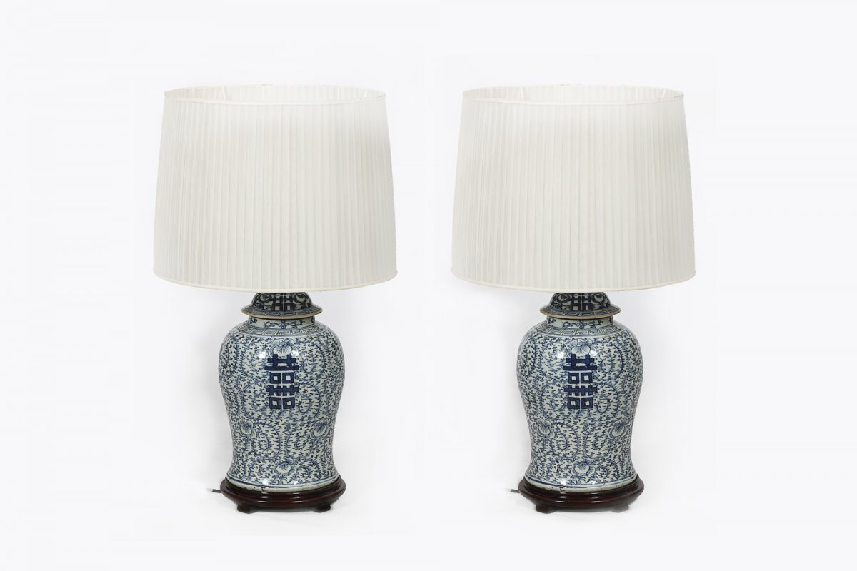 8121 Late 19th Century Chinese Pair of Blue and White