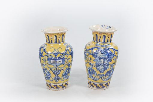 10470 - 19th Century Spanish Pair of Urns